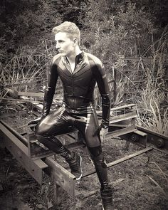 full rubber out in nature Latex Men, Latex Fashion, Skin Tight, Kinky, Black Leather, Latex Catsuit, Mens Fashion, Guys, Alternative