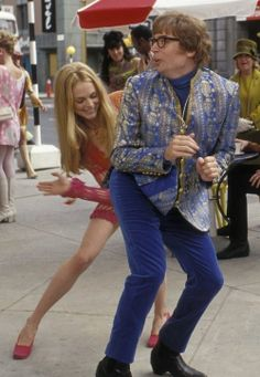 Heather Graham as Felicity Shagwell and Mike Myers as austin Powers In AUSTIN POWERS: THE SPY WHO SHAGGED ME (2000)