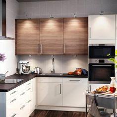 mobili-da-cucina-ikea-colore-bianco-top-legno-bicchieri-frutta-libri ...