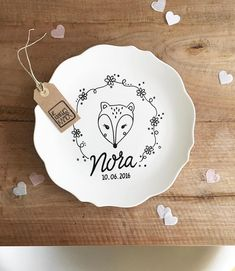 Illustration Kids No alternative text available. - Illustration Kids No alternative text available. Pottery Painting Designs, Diy Baby Gifts, Wall Accessories, Kids Corner, Ceramic Painting, Baby Decor, Diy Projects To Try, Little Gifts, Personalized Gifts