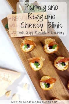 Cheesy Parmesan Blinis with Crispy Prosciutto & Cranberry - Grainfree, Glutenfree, Refined Sugarfree, Paleo, SCD & Low Carb Canapes Recipes, Easy Appetizer Recipes, Yummy Appetizers, Easy Dinner Recipes, Breakfast Recipes, Snack Recipes, Easy Meals, Clean Eating Snacks, Healthy Snacks