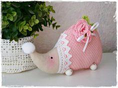 Süßer Igel mit Häkelrose♥Dots♥Rosa♥Shabby♥Landhaus von Little Charmingbelle auf DaWanda.com