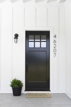 To get the modern farmhouse look on your exterior, crisp paint colors are key. B… To get the modern farmhouse look on your exterior, crisp. Black Front Doors, Modern Front Door, Painted Front Doors, Front Door Design, Front Door Colors, Modern Entry, Modern Decor, Modern Entrance, Black Windows