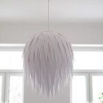 For a while now I'd been looking for a good D.I.Y. lamp shade for our living room. The room is 4 meters high and most of our interior is white...