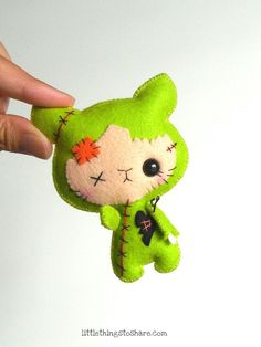 ZOMBIE CAT (PDF) This is ZOMBIE CAT, this little buddy will look perfect as part of your Halloween decor. Make a bunch and use them as a great option for Halloween treats for your little ones, also ideal as party favors! As always, quick, easy and fun to make. This PDF document will give you instructions and patterns to hand-sew a lovely 4 inches ZOMBIE CAT. **You will receive an electronic file with pattern and instructions. No physical items will be sent** This PDF includes: • List of m...