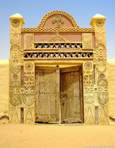 Nubian door, Northern State, Sudan  باب نوبي، ولاية الشمالية، السودان  (By Silvia Sevilla)   #sudan #nubian #northern