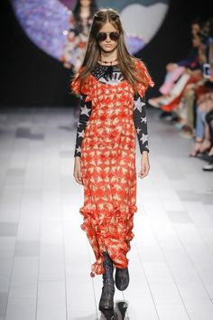 See the complete Anna Sui Spring 2018 Ready-to-Wear  collection.