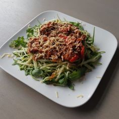 Een bord courgette spaghetti met bolognesesaus!, Vegan Chicken Salad, Best Chicken Salad Recipe, Chicken Salad With Grapes, Best Guacamole Recipe, Blt Pasta Salads, Pork Chops And Potatoes, Cheesy Potato Casserole, Grape Recipes, Healthy Recipes