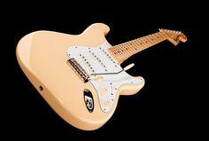 Fender Yngwie Malmsteen MN VW Upgrade - Thomann - Colour: Vintage White #music #fender #guitar