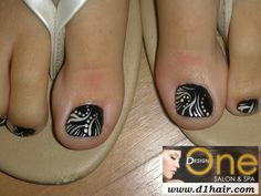 Toe Nail Art- Black and White