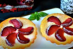 Нежнейшее пирожное со сливами (без муки)  Легкий и быстрый в приготовлении десерт со сливами понравится и взрослым, и детям. Невероятно вкусное и нежное сочетание сливок, йогурта и фруктов не оставит вас равнодушными! #готовимдома #едимдома #кулинария #домашняяеда #десерт #вкусно #фрукты #сливы #йогурт #печенье #быстроприготовить