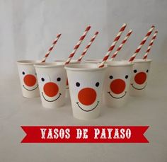 Vasos de payaso para una fiesta de circo. Circus party Vintage Circus Party, Circus Carnival Party, Circus Theme Party, Carnival Birthday Parties, Carnival Themes, Circus Birthday, Birthday Party Decorations, Clown Cirque, Circus Cupcakes