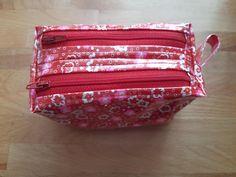 Trousse Zip-Zip rouge et blanche cousue par Sophie - Patron Sacôtin
