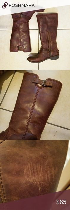 Ugg riding boot sheepskin fur lined Leather exterior. Rubber soles. Lamb sheepskin interior. Worn maybe a few times. It's leather so it wrinkles (see photos). Size says 6 but runs small so better for a 5 or 5.5. Offers welcomed UGG Shoes Winter & Rain Boots