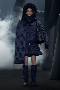 Moncler 1 JW Anderson Fall 2020 Ready-to-Wear Fashion Show - Vogue Vogue Paris, Moncler, Valentino, Milano Fashion Week, Dog Wear, Runway Fashion, Fashion Trends, Fashion Show Collection, Hottest Models