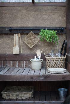 Diagnoosi:sisustusmania: Kesäkeittiö 2018 Outdoor Sofa, Outdoor Furniture, Outdoor Decor, Yard Design, Gardening, Kitchen, Table, Home Decor, Amor