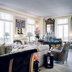 Visite de l'appartement du couturier Valentino à New York sur la 5ème Avenue, à coté du superbe musée Frick Collection et face à Central Park : La décoration a été réalisée par Jacques Grange Superbe mélange de l'ancien et du moderne, du mobilier néo-classique...