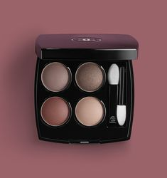 With this new eye collection by CHANEL, explore mauve makeup looks. Get the mauve mascara, mauve eyeshadow and mauve eyeliner. Chanel Eyeshadow, Matte Eyeshadow, Neutral Eyeshadow, Chanel Makeup Looks, Makeup Eye Looks, Chanel Beauty, Mauve Makeup, Black Eye Makeup, Makeup Geek