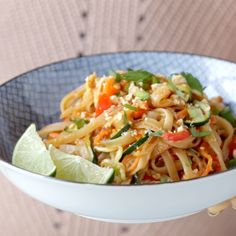 Rainbow Vegetarian Pad Thai Rainbow Vegetarian Pad Thai with a simple five ingredient Pad Thai sauce – adaptable to any veggies you have on hand! So easy and delicious! Rainbow Vegetarian Pad Thai (just leave out the egg! Rainbow Vegetarian Pad Thai - P Veggie Dishes, Veggie Recipes, Asian Recipes, Dinner Recipes, Cooking Recipes, Healthy Recipes, Mexican Recipes, Pad Thai Recipes, Veggie Pad Thai Recipe