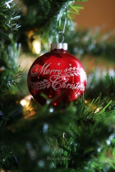 LOVE this kind of vintage ornament.  The ones with writing on them.......so in love with 'em!