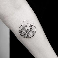 Motion in the ocean  #tattoo #tattoos #wavy #wavetattoo #minimaltattoo #minimaltattoos #blackwork #fingersinthebootyassbitch @blackworkers @blacktattooing @equilattera