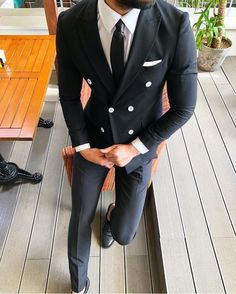 A perfectly tailored double breasted suit. Wow! #menswear #mensfashion #gq