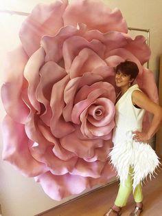 Best 11 All 9 templates paper flower templates giant paper flower template – SkillOfKing. Large Paper Flowers, Paper Flowers Wedding, Tissue Paper Flowers, Paper Flower Wall, Paper Flower Backdrop, Giant Paper Flowers, Large Flowers, Faux Flowers, Fleurs Diy