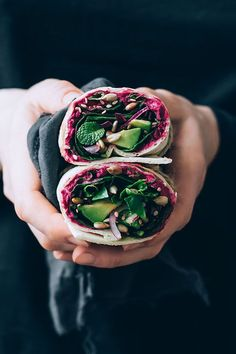 Spinach Wrap w/t Beet Hummus. Packed with spinach avocado and creamy beet hummus this easy vegan wrap is the perfect lunch to-go. Beet Hummus, Hummus Wrap, Beet Soup, Whole Food Recipes, Cooking Recipes, Vegan Wraps, Vegetarian Recipes, Healthy Recipes, Spinach Wrap