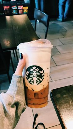 ariana grandes new cloud drink at starbucks Starbucks Tea, Bebidas Do Starbucks, Starbucks Caramel, How To Order Starbucks, Iced Latte, Coffee Latte, I Love Coffee, Iced Coffee, Coffee Menu
