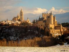 Segovia invierno Alcazar y Catredal Madrid, Monument Valley, Cathedral, Places To Visit, Architecture, Nature, Travel, Plaza, Google