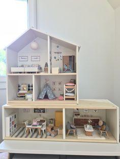 I really like this perfect dollhouse christmas Kids Doll House, Doll House Plans, Barbie Doll House, Barbie House Furniture, Modern Dollhouse Furniture, Doll Furniture, Ikea Dollhouse, Wooden Dollhouse, Dollhouse Dolls