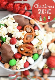 Christmas Snack Mix-This easy to make holiday snack mix is perfect for holiday parties, movie nights, or to take as a gift to friends! #christmas #christmasideas #christmasfood #chrsitmasgift Christmas Snack Mix, Christmas Finger Foods, Christmas Appetizers, Appetizers For Party, Christmas Desserts, Christmas Treats, Fun Desserts, Holiday Recipes