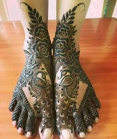 Check beautiful & easy mehndi designs 2020 ideas for mehandi ceremony. Save these latest bridal mehandi designs photos to try on your hands in this wedding season. Mehandi Designs, Mehndi Designs Feet, Khafif Mehndi Design, Mehndi Designs For Girls, Indian Mehndi Designs, Stylish Mehndi Designs, Mehndi Design Photos, Wedding Mehndi Designs, Beautiful Mehndi Design