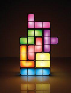 #Lámpara de #tetris, que como en el juego real, se pueden desmontar las piezas para poder darle la forma que más te guste. Cuidado, porque si no tienes mucha habilidad jugando a este juego, puede ser que no la puedas volver a montar, para otros será fácil. #decoración #friki