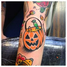 Halloween is coming and people find to do something great on this event. MindBlowra share a collection of 69 best Halloween tattoos ideas for men and women. Cute Halloween Tattoos, Spooky Tattoos, Skull Tattoos, Spooky Halloween, Ankle Tattoos, Alien Tattoo, Spooky Scary, Halloween Images, Halloween Treats