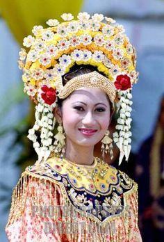 Malay ceremonial headdress