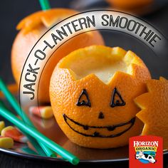 Need a cute idea for a Halloween party? Try these Jack-o-Lantern smoothies! Halloween Snacks, Diy Halloween, Spooky Food, Creative Food, Juices, Lantern, Smoothies, Back To School, Favorite Recipes