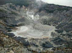Ash and sulphur, grey volcano. Nature is majestic. #tangkubanperahu #bandung #indonesia