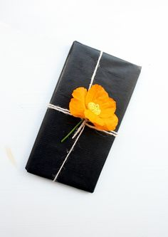 Gift wrapping ideas using flowers. | Orange Gift Bag. http://www.orangegiftbag.com/article/floral-gift-wrap