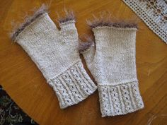 simple pattern to copy from sight! Icelandic Sweaters, Fingerless Gloves Knitted, Free Pattern, Simple Pattern, Arm Warmers, Knit Crochet, Diy And Crafts, Wool, Knitting