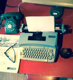 Coronamatic working blue electric typewriter by by RMandCompany
