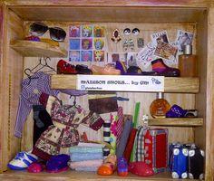 """Madison Shoes"".  Collage. Caja/Arte. Caja de Madera conteniendo objetos. Cerámica. Tela. Metal."