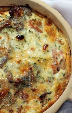 Cheesy Steak Bake - Steak, Caramelized Onions And Lots Of Cheese Make Up The Heart Of This Easy Baked Dish, And It All Comes Together Seamlessly For One Hearty Meal Thatll Satisfy The Whole Family. Steak Fajitas, Beef Steak, Chicken Steak, Chicken Gravy, Roasted Chicken, Steak Marinades, Fried Chicken, Marinade Steak, Cube Steak