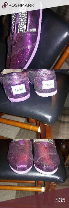 Friday flash Purple glitter toms size 6.5 Adorable Barely worn still great condition TOMS Shoes Sneakers