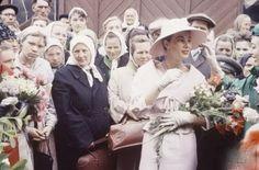 Dior en Moscú. Las modelos Dior llegan a las calles de Moscú en 1956.