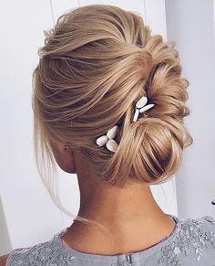 Co powiecie na klasykę? #wedding #slub #weddinghair #bridehair #pannamloda #fryzuryslubne #wesele #wesele2018 #weddingin2018 #hair #weddinghairstyle #fryzura #fryzuraslubna #kok #pieknafryzura #beautifulhairstyles #📍fabmood.com