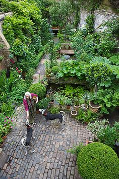 Artists London home and garden Little Gardens, Small Gardens, Outdoor Gardens, Back Gardens, Home And Garden, Dream Garden, Garden Modern, Garden Cottage, Garden Paving