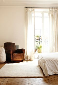 Love all the natural light in this room. And the wooden floors. And the white bedding.