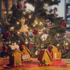 Gingerbread house kit provided by @hiinformation and built by @mrshawaii @kate.ozawa and @alexozawa!