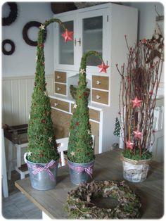 DEKORACE NA PŘÁNÍ... Miniature Christmas Trees, Christmas Wreaths, Christmas Decorations, Christmas And New Year, Xmas, Decor Crafts, Home Decor, Fun Projects, Ladder Decor